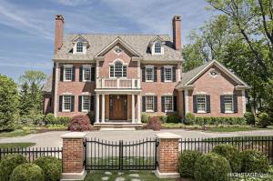 クラシックな輸入住宅のデザインには欠かせないミッドアメリカ(midamerica)の樹脂製窓飾りシャッター