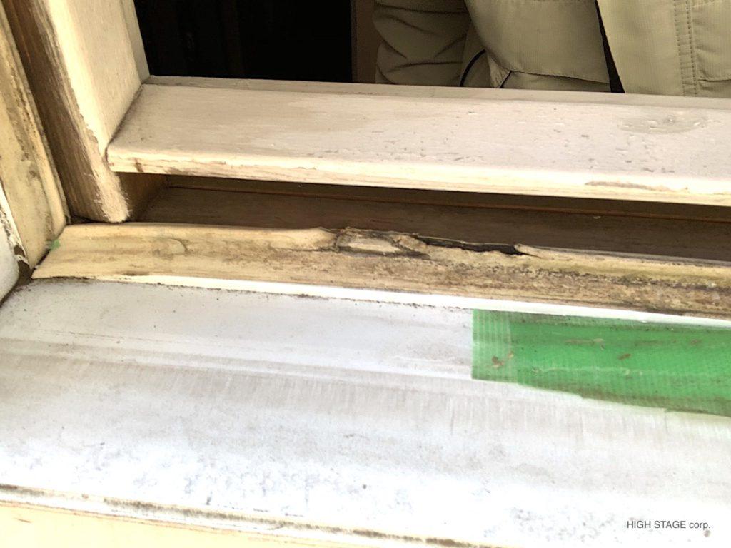 マーヴィン(Marvin)社のサッシ交換をおこないました。障子の内側木製部分が水分を含み腐食、劣化していましたので、障子を新しいものに交換しました。