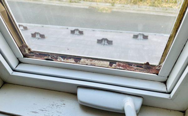 ミルガード(milgard)社の樹脂サッシのペアガラス交換をしました。ガラスの片側が割れてしまったり、ガラスとガラスの間がサビついてしまったり、ガラスが曇ってしまったり。北米メーカーの樹脂サッシであればペアガラスの交換で解決できます。ガラス交換意外にも輸入住宅に関するメンテナンス・リフォーム全般を行っています。