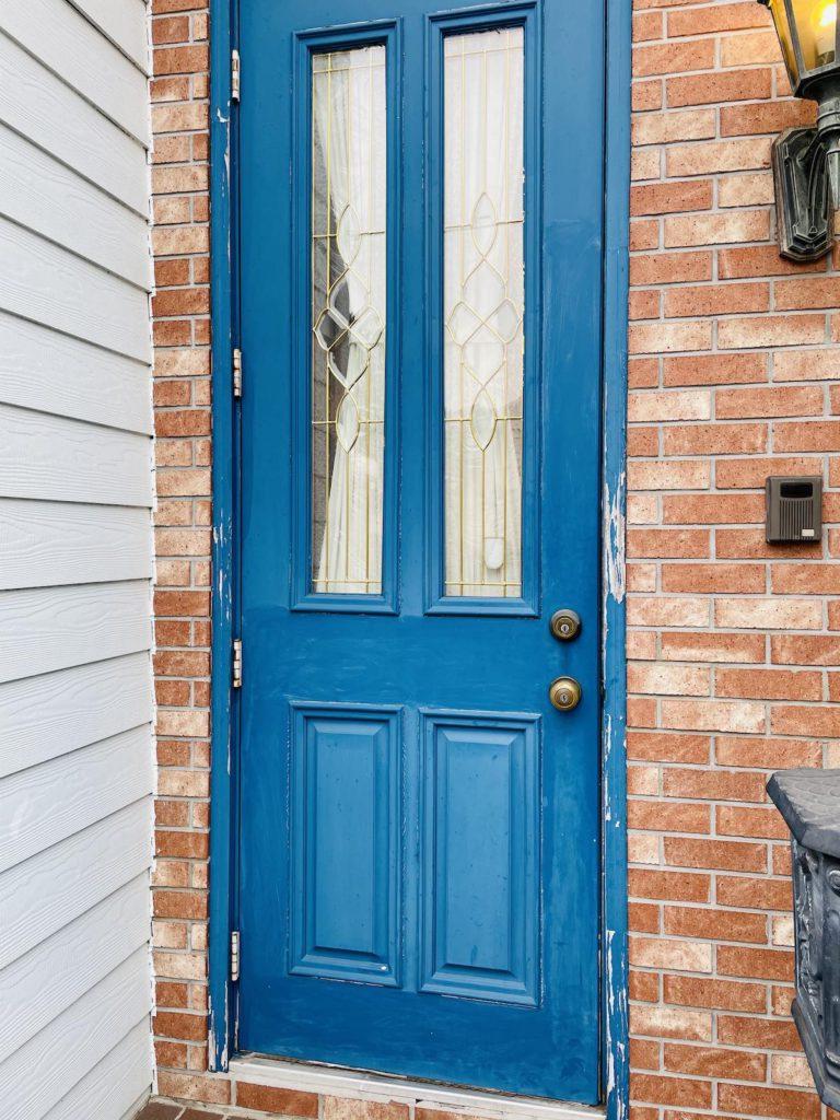 輸入ドアの塗り替えと金物交換を行いました。金物はkwikset社のハンドル&レバーに交換しました。そのほか、輸入住宅のメンテナンス・リフォーム全般を行っています