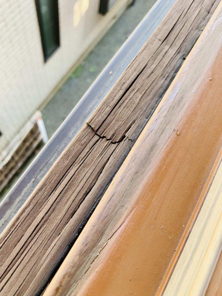 marvin社の木製サッシからモンタージュの樹脂製サッシへ交換しました。クレトイシの樹脂サッシは機密性・断熱性はさることながら、輸入サッシライクなデザインが特徴です。また、インチ規格の輸入サッシからの交換もできるように、1mm単位でのサイズオーダーが可能です。輸入木製サッシかた樹脂サッシへの交換をご検討の方はお問合せください。東京・埼玉・神奈川・山梨・千葉・茨城エリアの輸入住宅のメンテナンス・リフォーム全般を行っています。