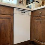 木製キッチンにミーレ(Miele)の食洗機をビルトインしました。
