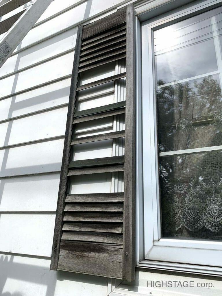 輸入住宅のメンテナンス・修理でミッドアメリカ(MidAmerica)の樹脂製窓飾りシャッターの交換工事を行いました。